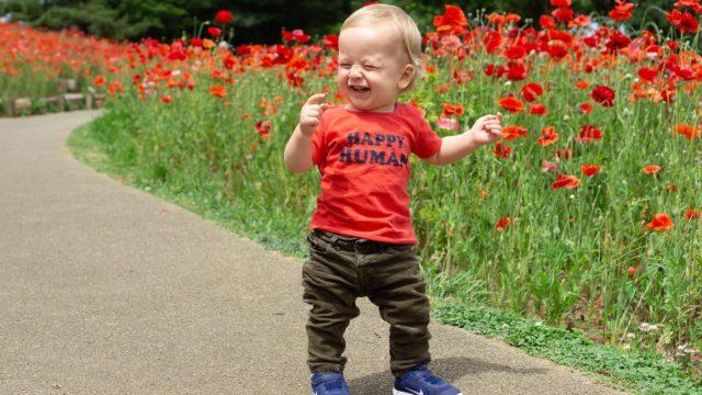 子どもが歩き始めるのはいつ?息子は1歳3ヶ月で歩くようになりました