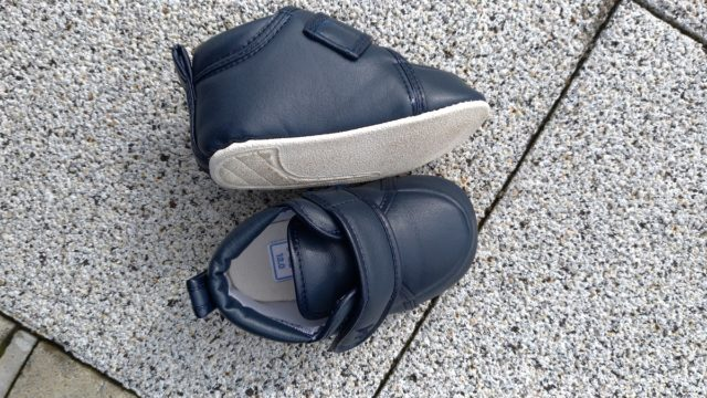 子どものファーストシューズはどれがいい?柔らかい靴がおすすめです